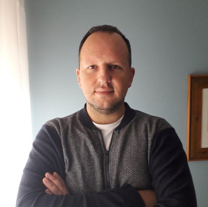 Nikola Bajčić grafički dizajner-bg